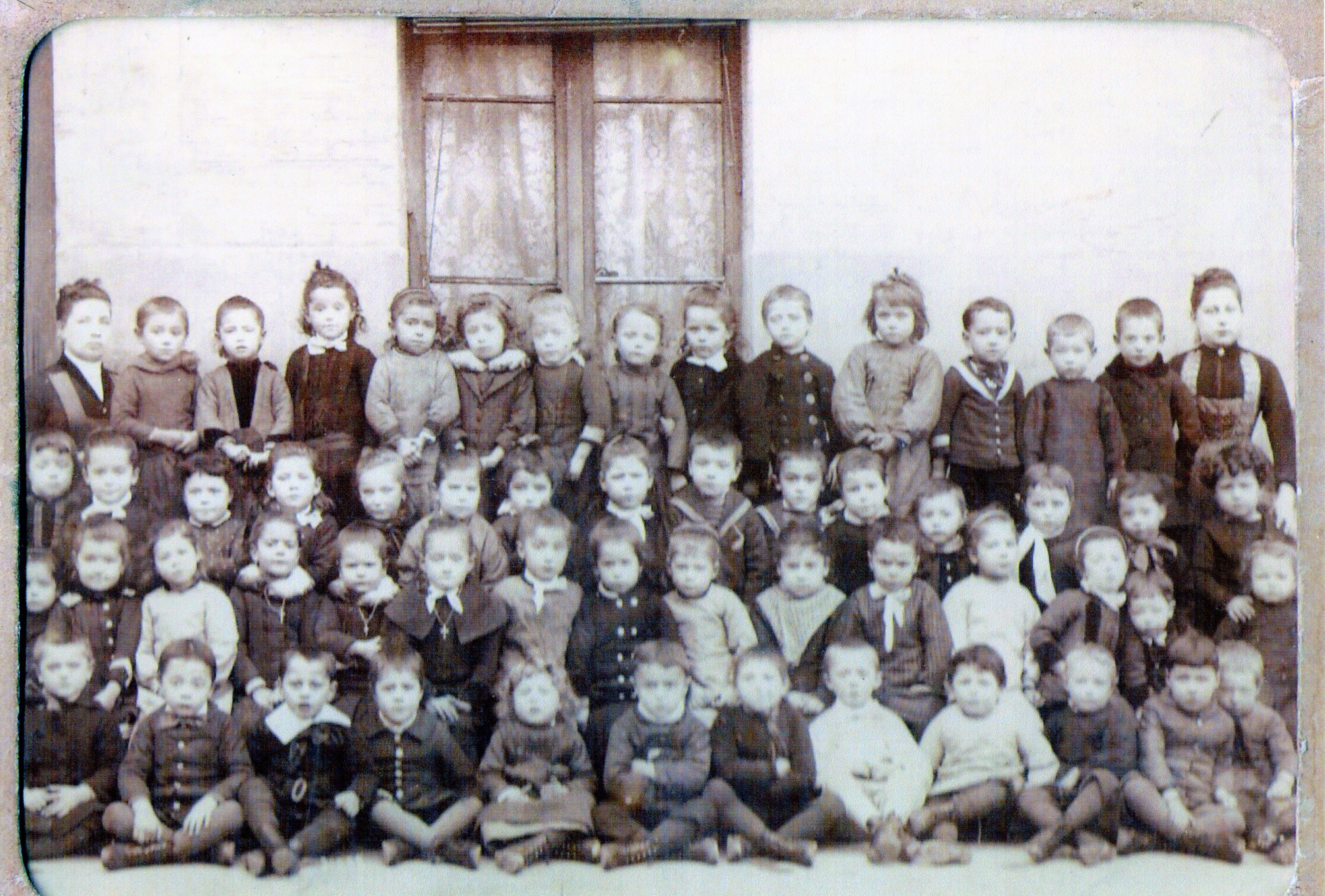 Ecole maternelle des Douanes. Le Havre, 1887-88 (document unique).