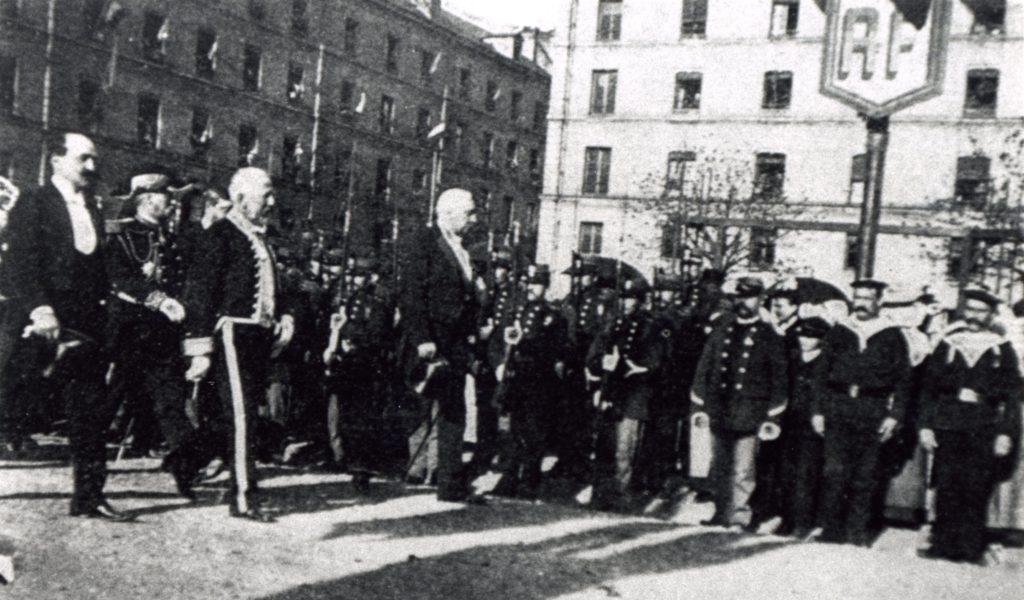 En 1895, au mois d'août, visite officielle du président Félix Faure à la caserne des Douanes du Havre.