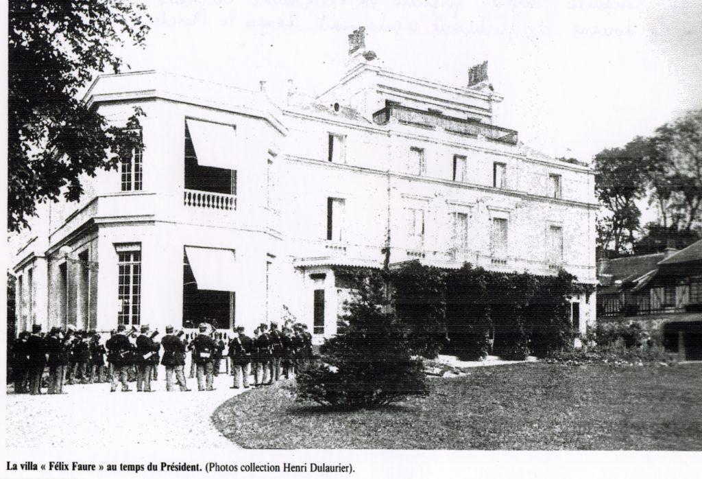 La résidence devient propriété de Félix Faure en 1895. La musique de la douane s'y produisait régulièrement lorsque le Président l'occupait.