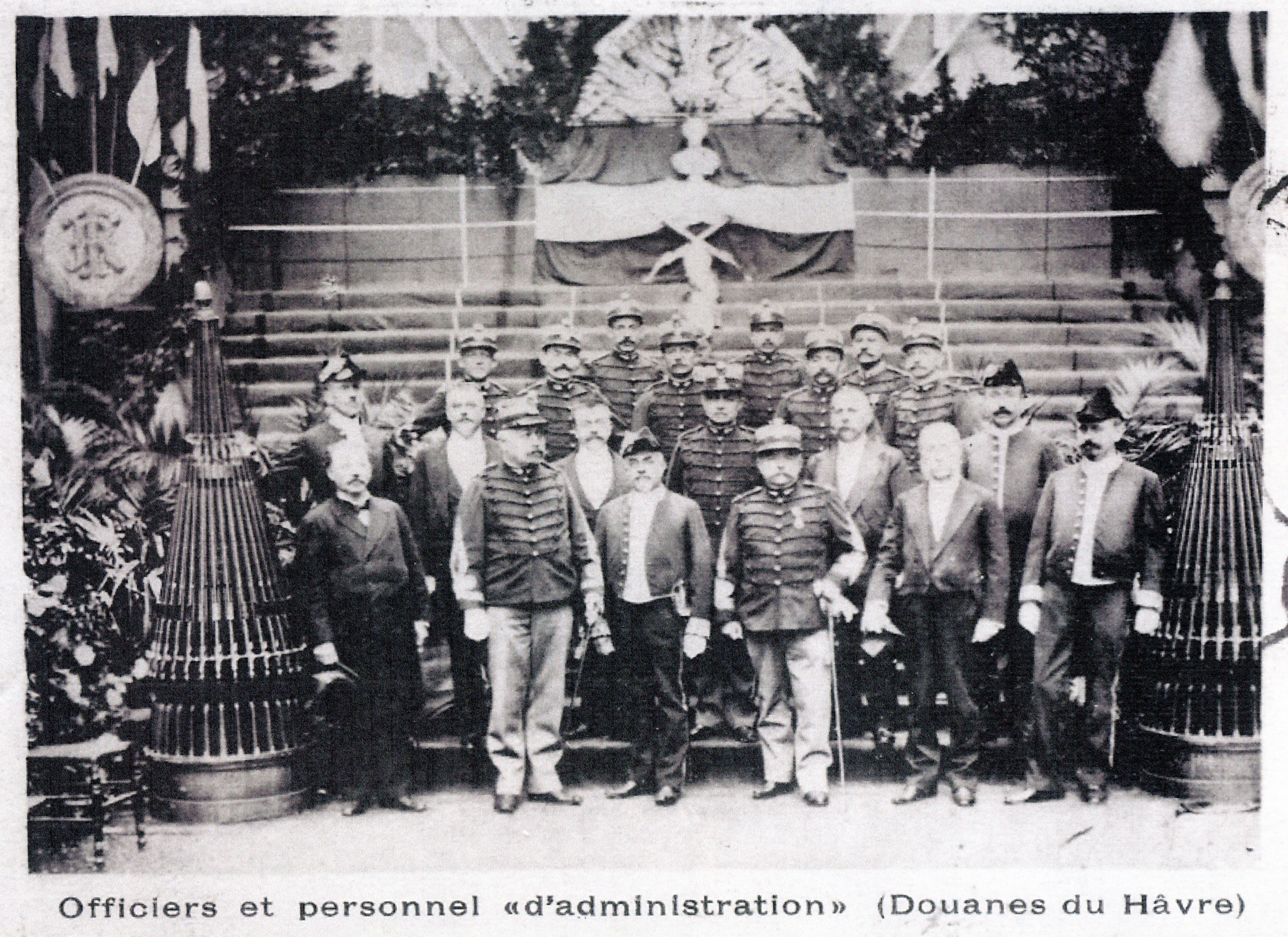Les faisceaux d'armes sont ressortis à l'occasion de cérémonies officielles (document très rare).