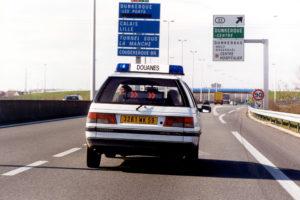 405 Peugeot sur route T1701236FR